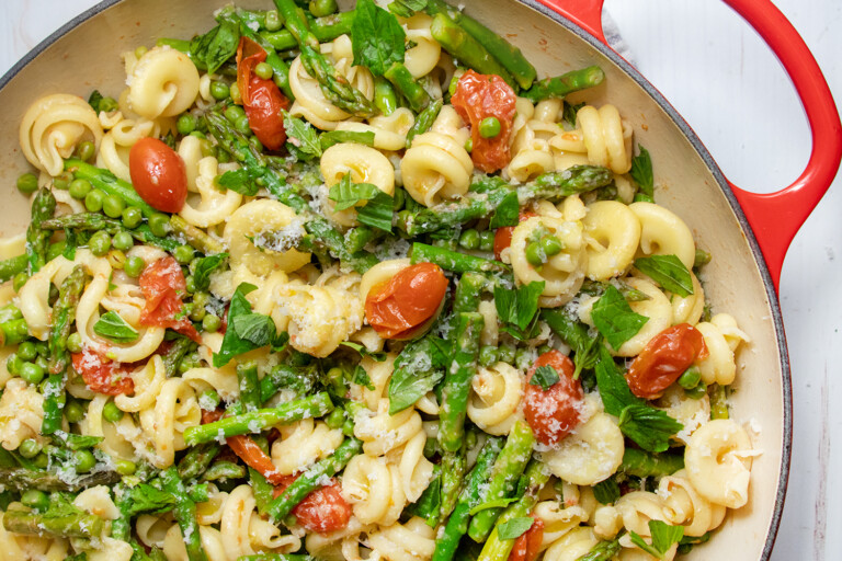 Pasta With Asparagus And Cherry Tomatoes